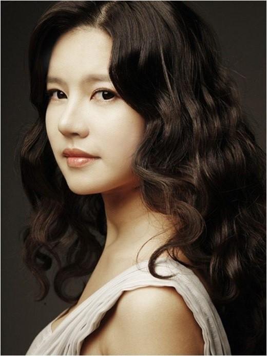 韩国女星赵秀贤自杀 曾在韩国环球小姐大赛获得第三名1.jpg