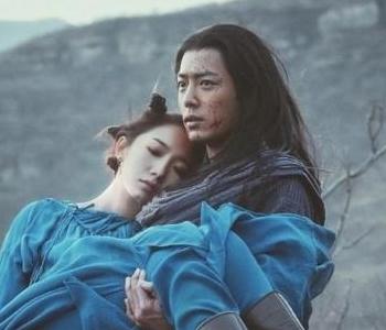 肖战搂李沁脖子显亲昵 原因竟然是这样!