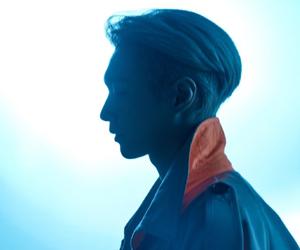 张艺兴银发造型登VMAN封面 网友:音乐无国界引领自我
