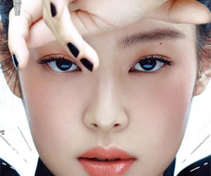Jennie封面造型 实力演绎高级感