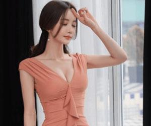 修身V领包臀裙让人心动!凹凸有致造型独特