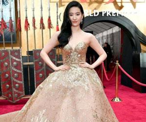 刘亦菲凤凰裙惊艳亮相 又是被刘亦菲美到的一天