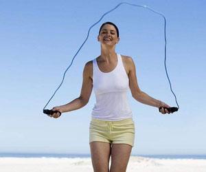 跳绳减肥法 跳着跳着就瘦了