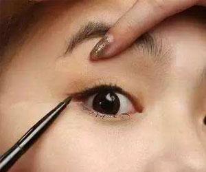 画眼线的注意事项 别走进这些眼线的误区了