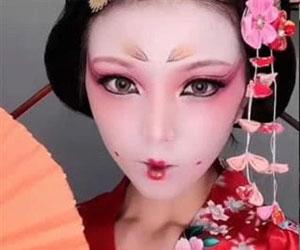 花魁艺伎妆 扮上艺妓妆容的小姐姐也是如穿越一般啊