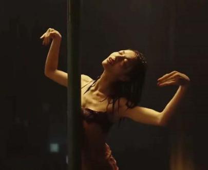 《荞麦疯长》钟楚曦雨中跳舞 全片高光泪点