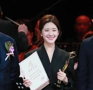 王凯赵露思文荣奖最佳男女主角 新生实力演员实至名归