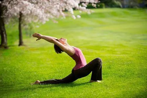 长期练瑜伽对女人脸部有什么变化?