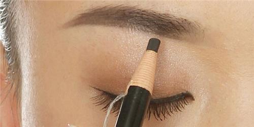 眉笔和眉粉哪个好用 要根据自己的眉毛选择哦