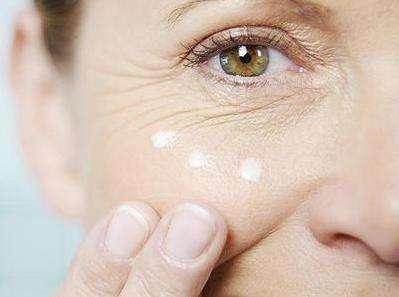 脸上有细纹怎么改善?几个习惯要养成