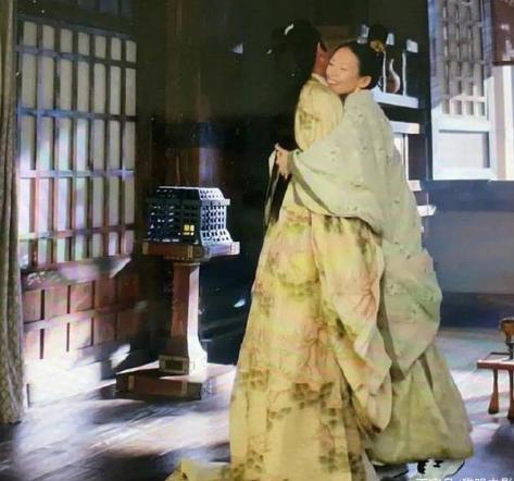 《上阳赋》章子怡穿运动鞋穿帮镜头 这可瞬间就出戏了
