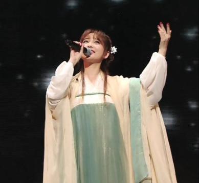 金莎穿汉服再唱星月神话 是熟悉的吕素