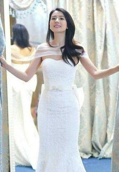 影视剧中最美婚纱造型 白衣一笑冉冉动人4.jpg
