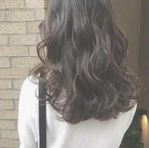 秋日卷发有多美 随意自然微卷长发发型
