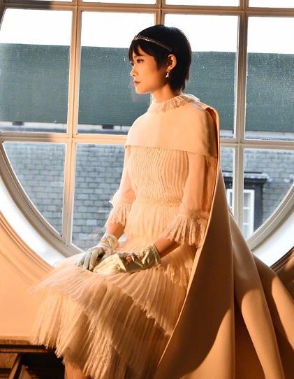 李宇春蕾丝连衣裙