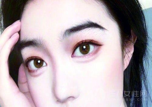 画眼妆的正确步骤 好用的眼妆产品有哪些