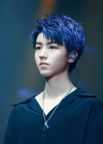 王俊凯蓝发造型