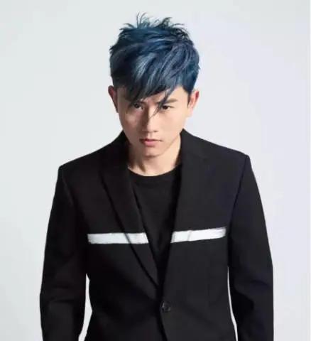 张杰蓝发造型