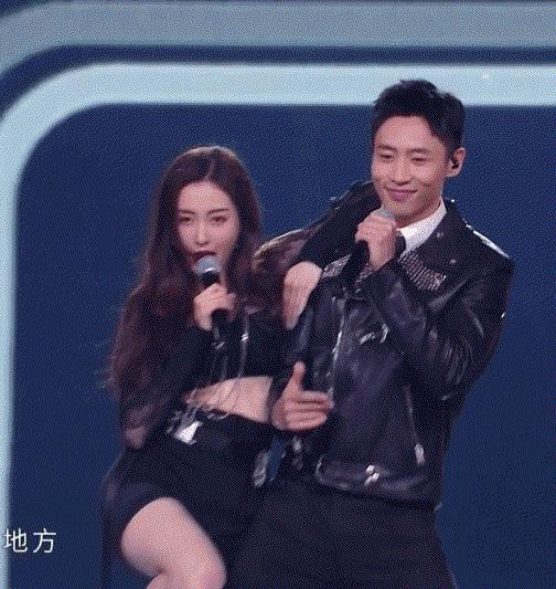 魏晨和张天爱跳舞害羞了 这就是已婚男人的自觉啊