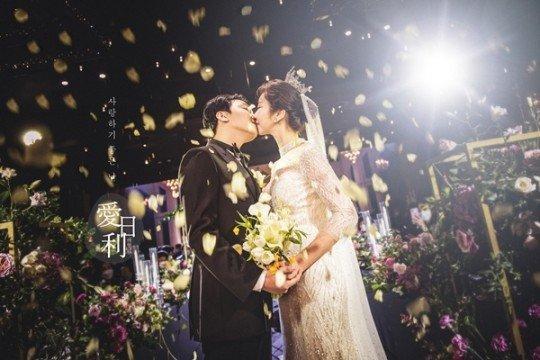 裴涩琪婚礼现场照 真被美到了