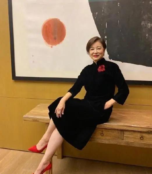 林青霞回归微博 分享生活动态平易近人