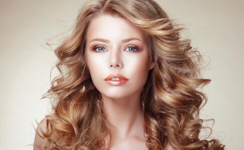 拉长脸型的造型发方法