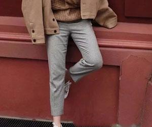 浅色裤子搭配方法_清新大方又简约的浅色裤子搭配