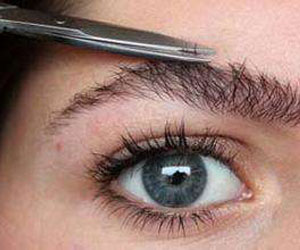 化妆新手应该如何修剪自己的眉毛?实用修眉技巧推荐