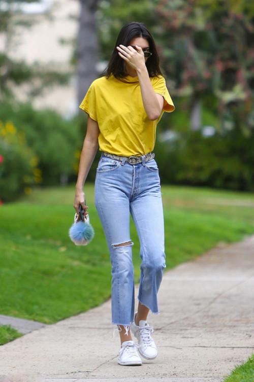 夏天怎么少得了明亮的黄色t恤呢?五种黄色t恤搭配非常抢眼4.jpg