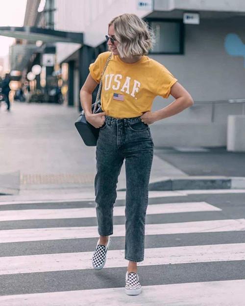 夏天怎么少得了明亮的黄色t恤呢?五种黄色t恤搭配非常抢眼5.jpg