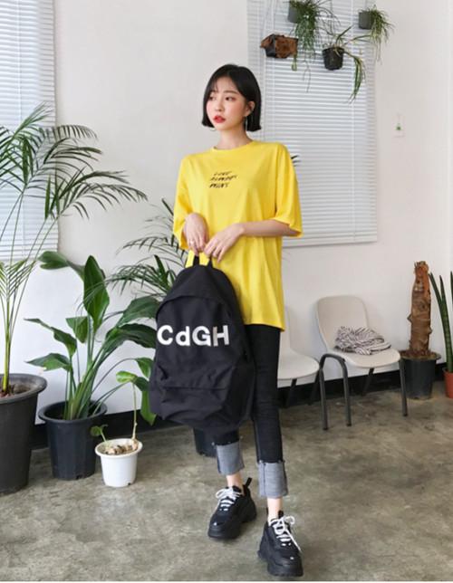 夏天怎么少得了明亮的黄色t恤呢?五种黄色t恤搭配非常抢眼1.jpg
