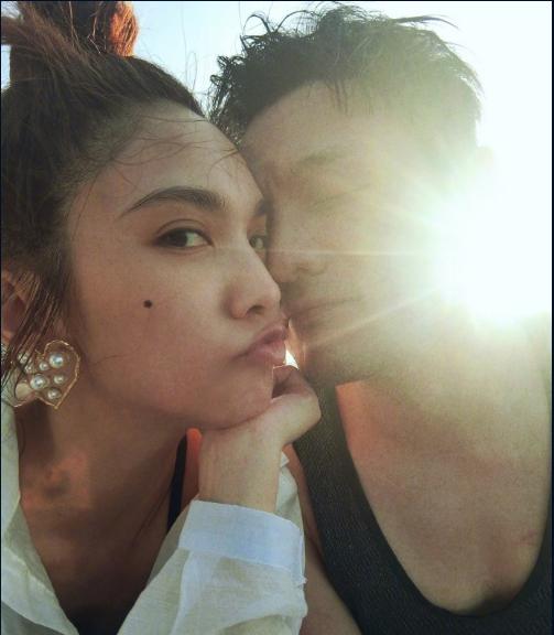 李荣浩生日成功求婚杨丞琳 就算是求婚也不打算睁开眼睛吗