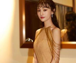 郑爽金色长裙 是仙女本仙了