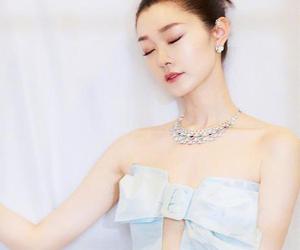 宋轶冰淇淋绿长裙 为冬日增添一抹浪漫气息