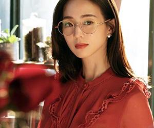 张钧甯玫瑰红长裙 文艺范儿十足