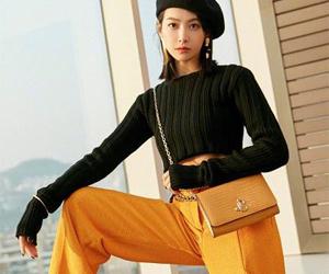 宋茜橘色高腰阔腿裤 酷炫又极具层次感