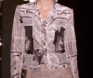 报纸印花裙 时尚创意感十足