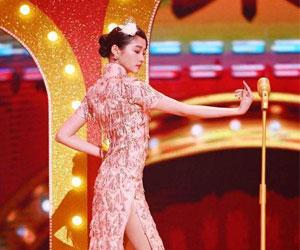 关晓彤旗袍造型和Angelababy同台令人惊艳