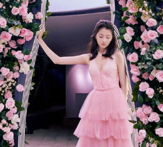 关晓彤花粉蛋糕裙 甜美安静太可了