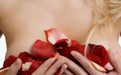 50岁女人如何丰胸?详解有效丰胸的最佳方法50岁女人如何丰胸?
