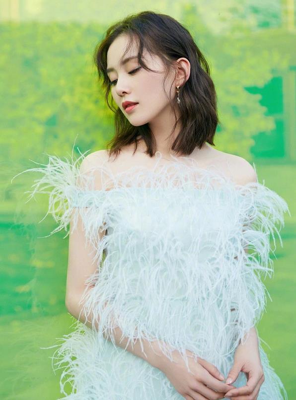 刘诗诗白色羽毛短裙