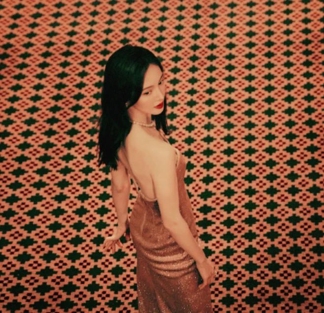 金晨星河流光长裙 妩媚优雅气质出众