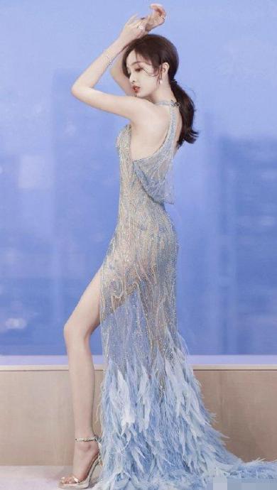 吴宣仪好像人鱼公主 绣珠羽毛裙飘飘欲仙