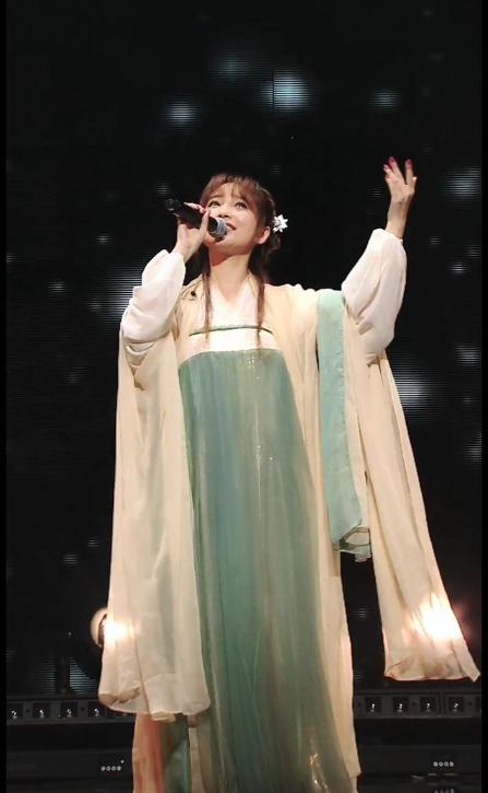 金莎穿汉服再唱星月神话