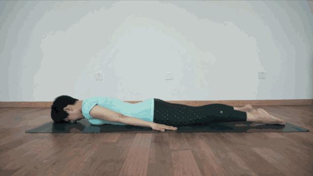 改变体态的瑜伽动作 练起来人都变挺拔了
