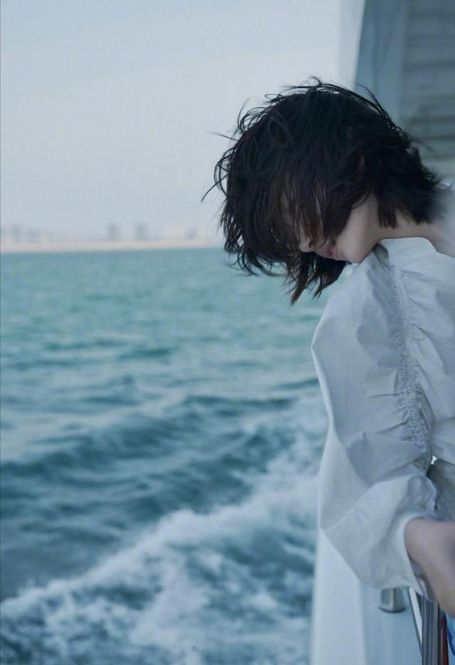 周冬雨海风大片