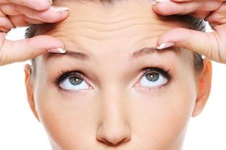 女人脸上皱纹多试试三种除皱方法