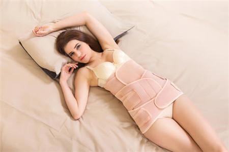 女人用束腰带真的能瘦腰吗