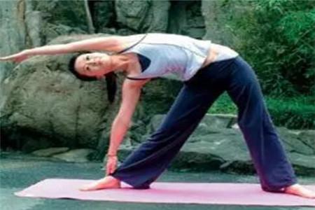 女人想要瘦腰可以试试这四个瑜伽动作