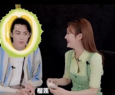 秦岚说和王鹤棣拍吻戏像吃榴莲 互动太有趣